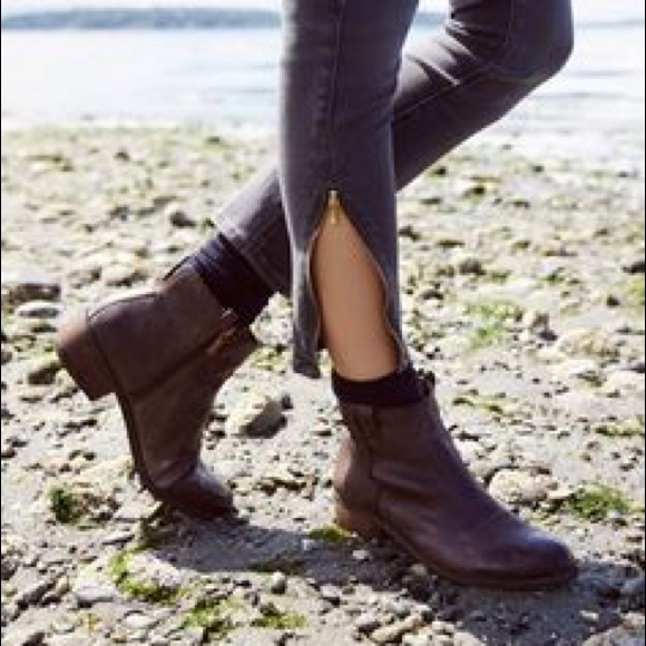 54436f55bce9 Sam Edelman brown leather James ankle booties. M 5a156e432fd0b7a815025236