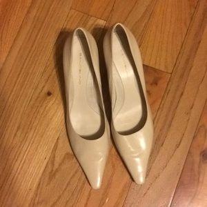 Pointy toe kitten heels