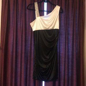 B. Darlin juniors size 13/14 dress