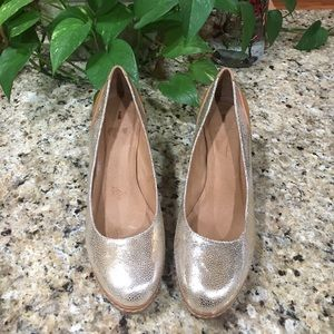 Anthropologie Schuler & Sons Gold Heels, Size 8.5