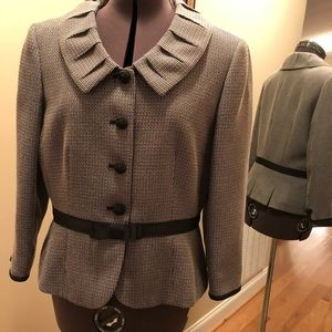 Tahari Black/white jacket with small tailored tie