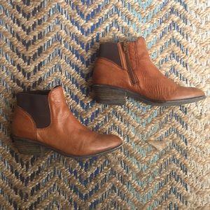 Steve Madden brown Chelsea leather booties zip 8