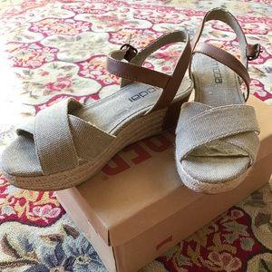 Low-heeled Platform Sandals