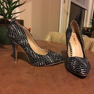 JustFab black and white patterned pumps!