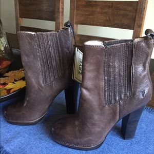 Frye Donna Chelsea Boot