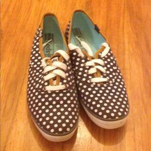 Ked's polka dot tennis shoes