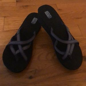 Teva sandals with no back