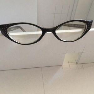 AJ Morgan cat eye frames
