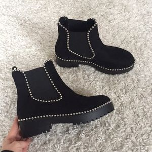 Chelsea boots with embellishment