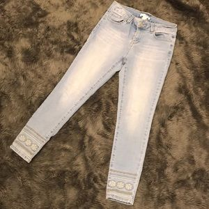 SALE 💫 Artisan NY boho embroidered skinny jeans