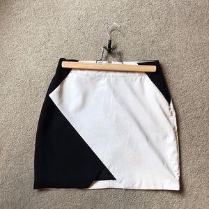 Black&White tobi Skirt. Triangle cut out. Pleather