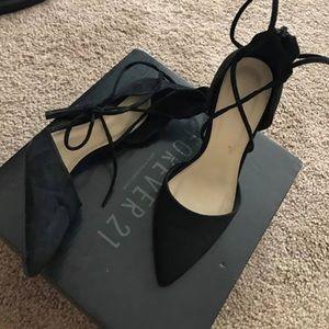Black lace up pumps