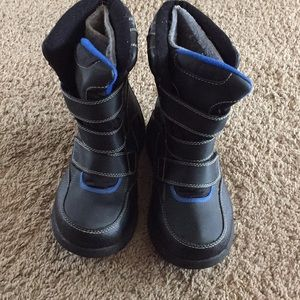 Boys size 1 rugged outback snow boots
