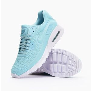 Air Max 90 Ultra Plush - Size 8