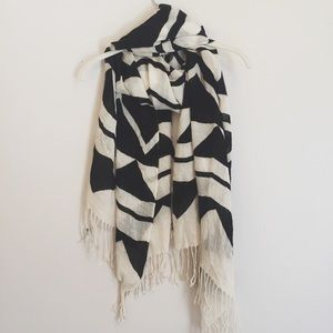 Black & Cream Geometric Scarf