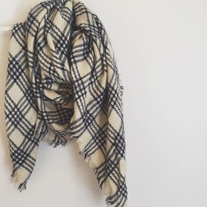 🎁🎄 gift idea! NWOT Beautiful Blanket Scarf
