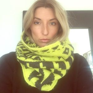 Yellow and grey snood