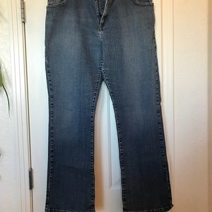 16 Women's Levi's 550 Jeans Relaxed Bootcut 16M