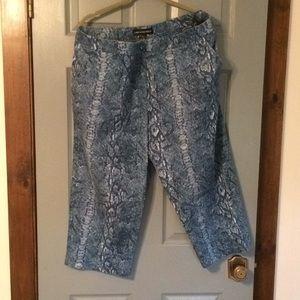 Women's size capri pants