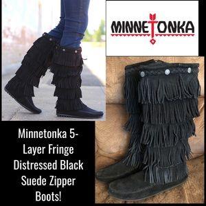 Minnetonka 5-Layer Fringe Distressed Zipper Boots!