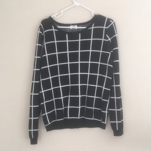 Black and white grid sweater from old navy. SizeLG