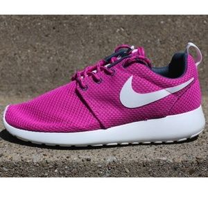 Women's ROSHE Runs sz 9