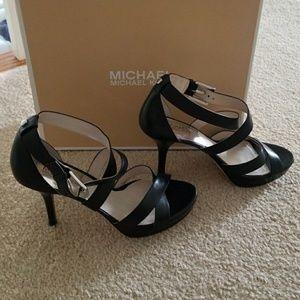 NIB MK Evie Platform Heels