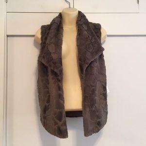 BB Dakota JACK Faux Fur Vest sz XS NWT