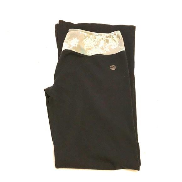 b1907c1a32c358 The Balance Collection Yoga Pants. M_5a15e249b4188eeb4903dfa2