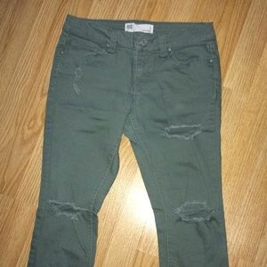 Olive distressed jeans 🌿