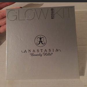 Anastasia Beverly Hills gleam glow kit abh