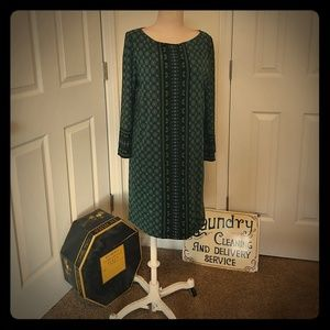 Geometric pattern shift dress with sleeve details