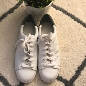Vince leather sneakers🌿