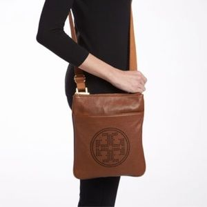 💗Tory Burch Perforated T Crossbody