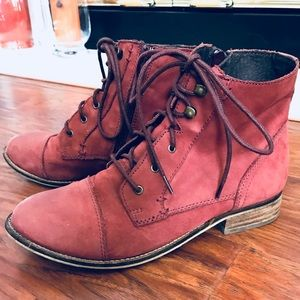 Steve Madden burgundy leather boots size 9