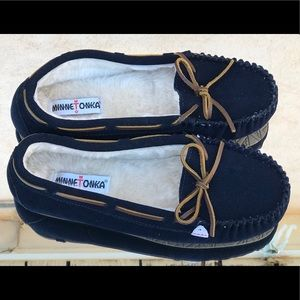 Minnetonka Blue New Slippers Size 11