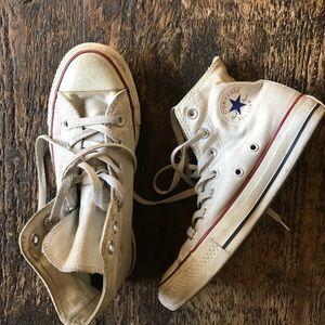 Converse}• white high tops