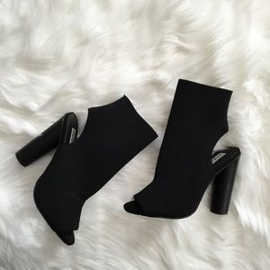 Black Steve Madden Booties 👠