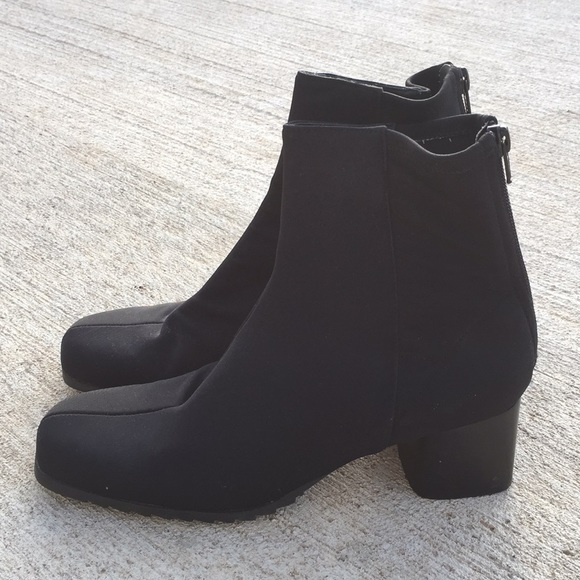 9692ff2ee104 Bandolino Shoes - Bandolino black soft zip ankle booties size 8.5