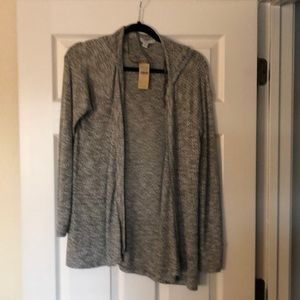American eagle gray and white sweater size medium