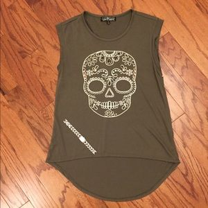 BUNDLE! Skull tank and fossil watch.