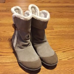 Shoes - Chushe winter boots. Great condition. Sized 8