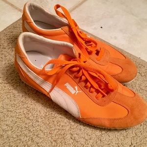 Sporty and stylish Puma mini wedge sneakers 👟!