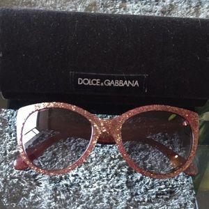Docks and Gabbana Sungalsses