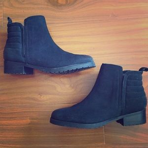 Steve Madden Graant Black Leather Booties!