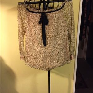 Tops - A gorgeous blouse in excellent condition