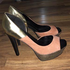 Jessica Simpson peep toe peach and gold heels