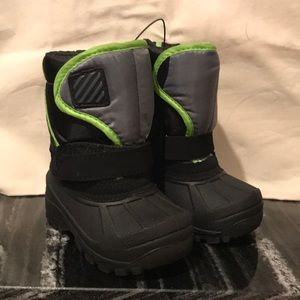 toddler snow boots w/ monster snow mits.