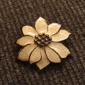 Jewelry - Vintage Poinsettia Brooch