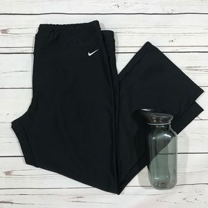 Nike Fit Dry Athletic Capri Pants